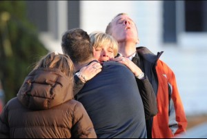 sandy_hook_shooting_grieving_2012_12-15